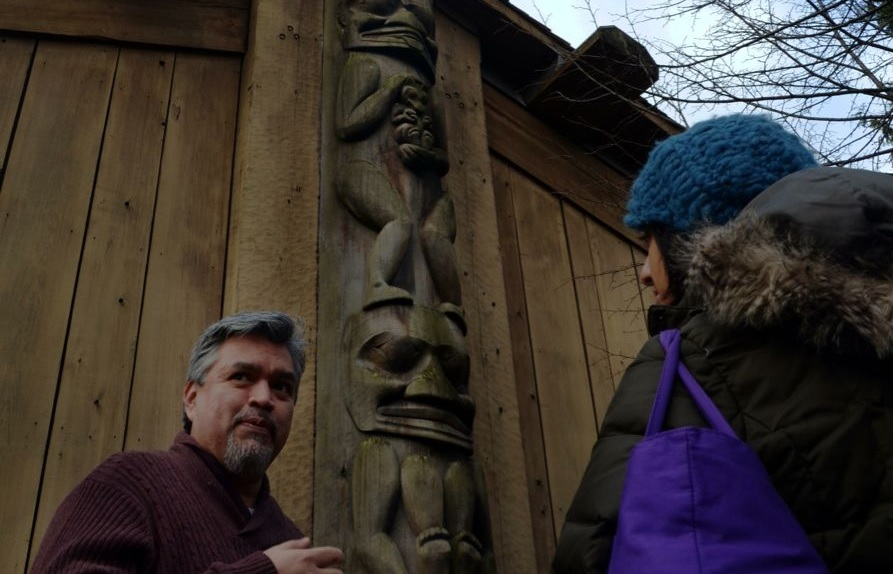 Russell Wallace tells Umbreen about Nisga'a pole Wils Sayt Bakhwhlagat